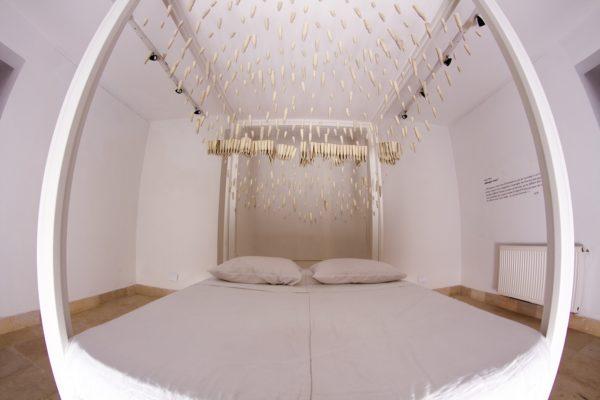Installation<br>céramique, bois et tissu<br>240x190x160cm
